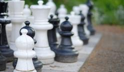 Schachfiguren im Freien