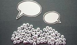 Sprechblasen über noch leeren Sprechblasen