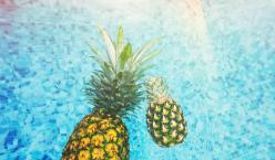 Ananas im Wasser